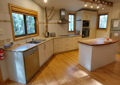 Practical, well presented kitchen with all the amenities of home